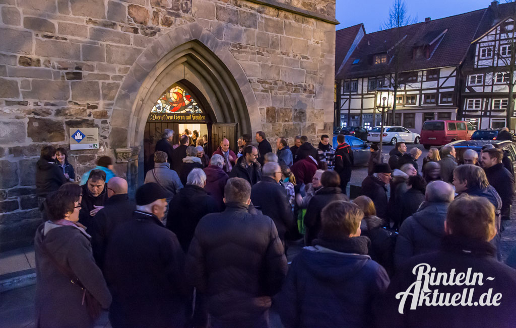 17 rintelnaktuell gospelkonzert nikolaikirche johannis michakeding saengerinnen wochenende musik chor