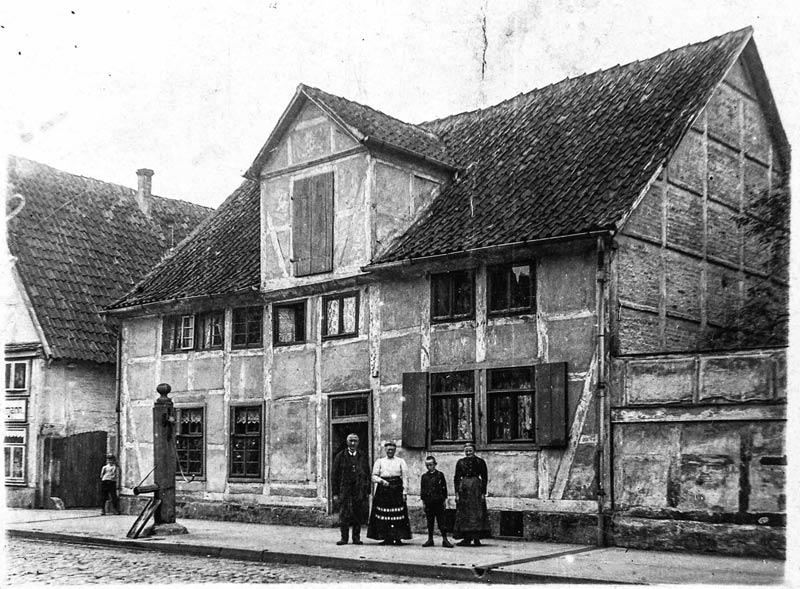 02-rintelnaktuell-ritterstrasse-fachwerkhaus-abriss-neubau-kultur-altstadt-historie