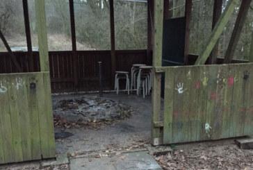 Grill-Vandalen aus dem Wald zeigen Reue, entschuldigen sich und räumen auf