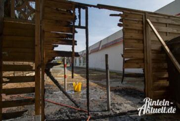 Flechtzaun in Flammen, Gaskartusche explodiert