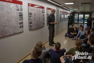 """Ausstellung """"light"""" im Gymnasium: 1945 – Die letzten Kriegstage"""