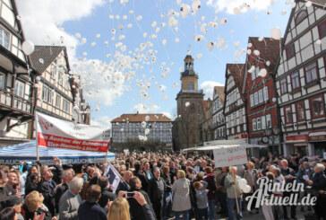 Solidarität und ein Meer aus Luftballons gegen die Gütertrasse