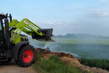 Brennendes Stroh in Steinbergen: Feuerwehr löscht mit Wasser und Schaum