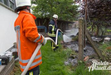 Möllenbeck: In Brand geratener Komposthaufen löst Feuerwehreinsatz aus