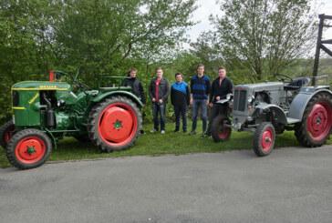 Alt-Traktoren tuckern zur Vatertagsparty nach Wennenkamp