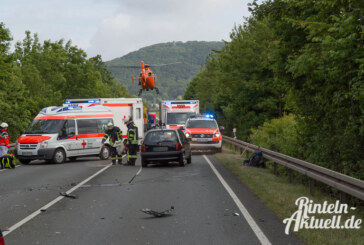 Schwerer Unfall mit mehreren Autos auf der Umgehungsstraße (B238)