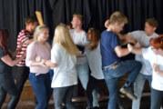 """Theater im Ernestinum: """"Die Befristeten"""" vom 25.06.-27.06.2015 im Brückentorsaal Rinteln"""
