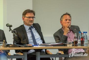 Was nicht passt, wird passend gemacht: Verschwörungstheorien und filmreife Diskussionen im Rathaus