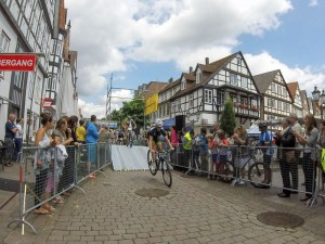 01 rintelnaktuell stueken wesergold mountainbike cup 2015 fahrrad parcours innenstadt blumenwall rampen pisten