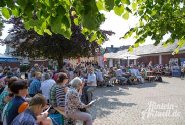 Gott, ist das warm: Auftakt zur Schiffswallfahrt nach Hameln