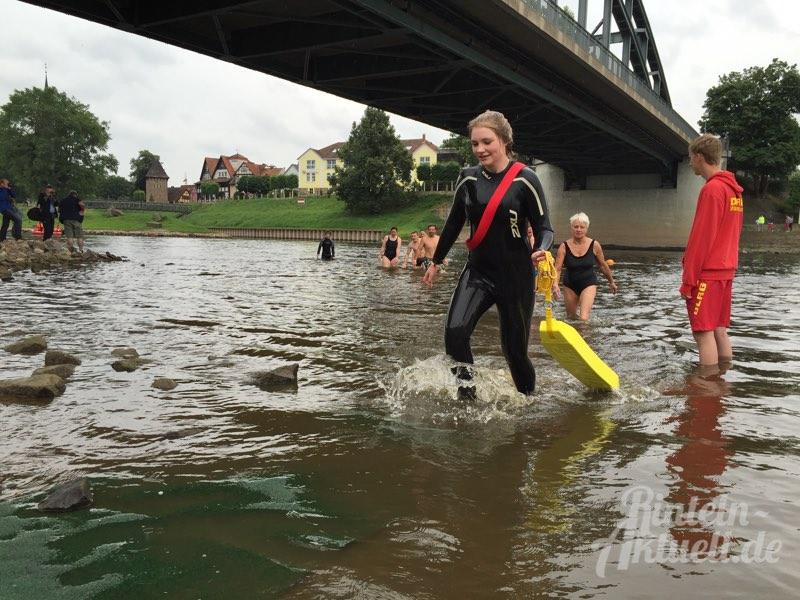 05 rintelnaktuell big jump flussbadetag weser 2015 schwimmen