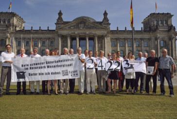 Bürgerinitiative Transit Weserbergland und Bürgermeister übergeben 24.200 Unterschriften im Deutschen Bundestag