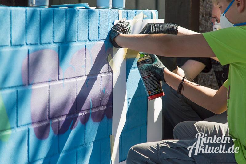 01 rintelnaktuell ferienspassaktion stadtjugendpflege graffiti stromverteiler art paint spray farbe kunst