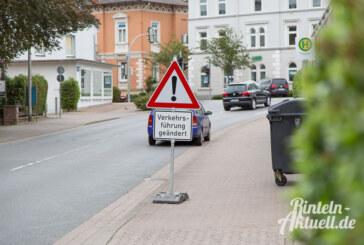 Grünpfeil weg: An dieser Ampel müssen Autos bei Rot jetzt immer halten