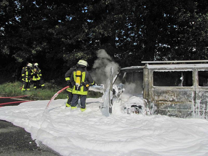 02-rintelnaktuell-autobahn-a2-feuerwehreinsatz-brand-veltheim-20.8.15