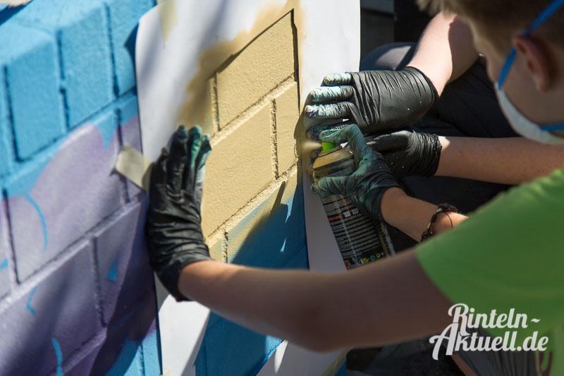 02-rintelnaktuell-ferienspassaktion-stadtjugendpflege-graffiti-stromverteiler-art-paint-spray-farbe-kunst