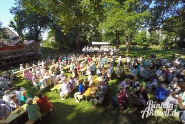 Singender, klingender Rosengarten beim 17. Blumenwallfest in Rinteln