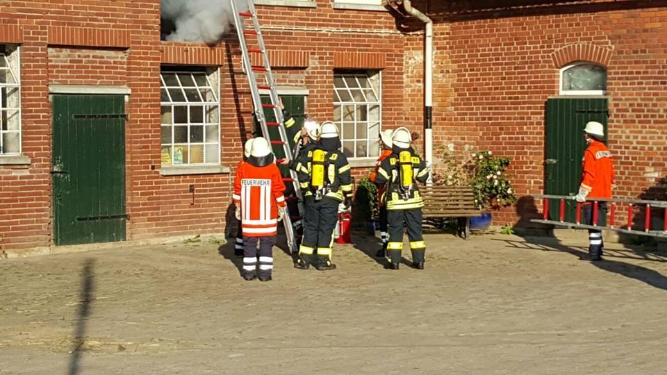"""Die Feuerwehr bei der """"SEKA""""-Übung."""