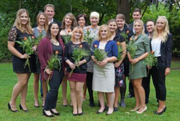 15 neue Fachkräfte der Schule für Gesundheits- und Krankenpflege des Klinikums Schaumburg