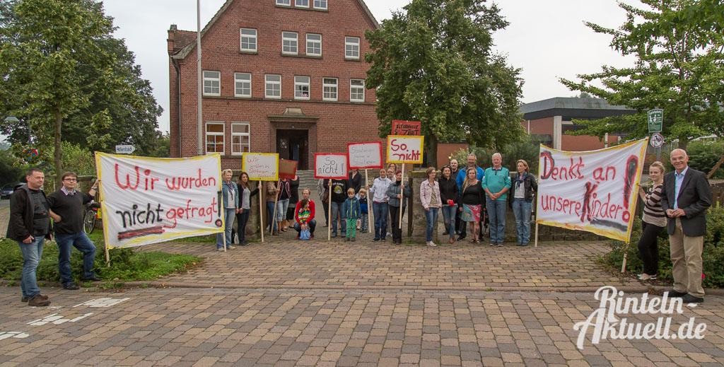 01 rintelnaktuell grundschule steinbergen eltern protest deckbergen verlegung unterricht klassen