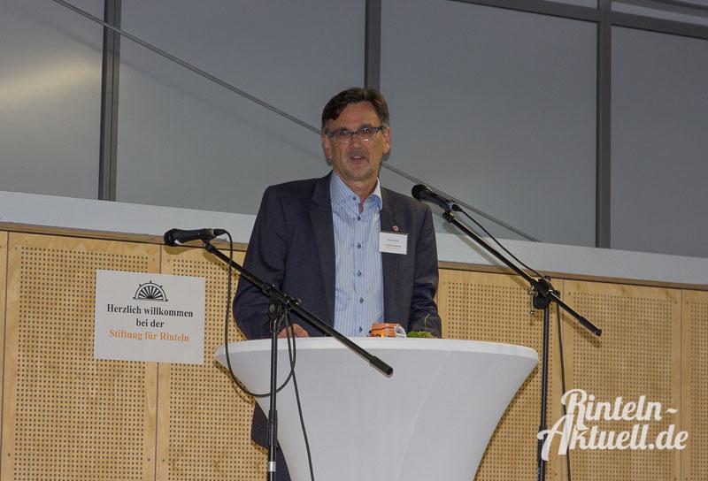 """Bürgermeister und Vorsitzender der """"Stiftung für Rinteln"""", Thomas Priemer, bei der Eröffnungsrede."""