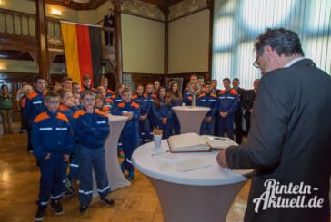 Vier gewinnt: Jugendfeuerwehr Möllenbeck trägt sich ins Goldene Buch der Stadt Rinteln ein