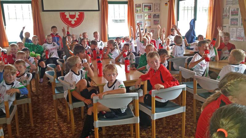 02-rintelnaktuell-scrinteln-hannover96-fussballschule-kicker-nachwuchs-bundesliga-ball-elfmeter-training