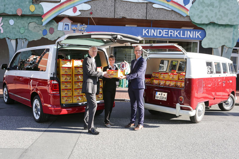 "Die ""erste Serie"" an VW-Bulli Keksen ging jetzt an die MHH Kinderklinik in Hannover. (Foto: Volkswagen)"