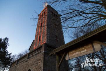 Hoch oben über Rinteln: Der Klippenturm leuchtet wieder als Adventskerze