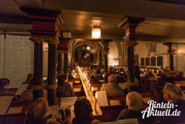 Hunderte Kerzen leuchten beim offenen Singen zum Advent in St. Nikolai