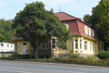 Schloss Arensburg und ehemaliges Pflegeheim in Steinbergen werden versteigert
