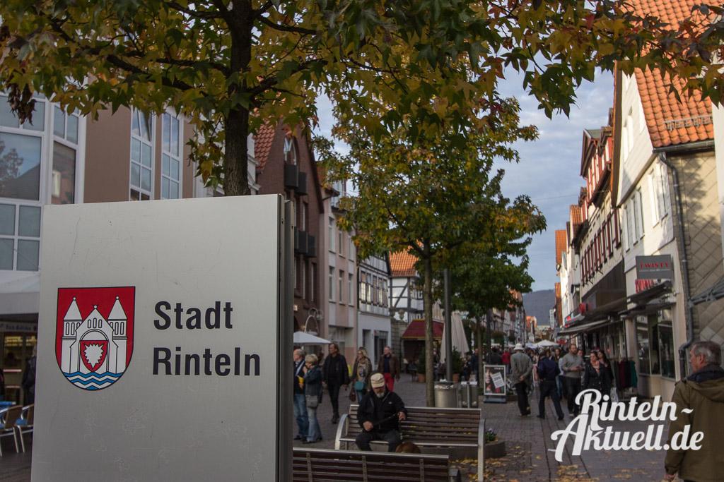 07-rintelnaktuell-messe-herbst-2014-kettenkarussell-riesenrad-innenstadt-rummel-marktplatz
