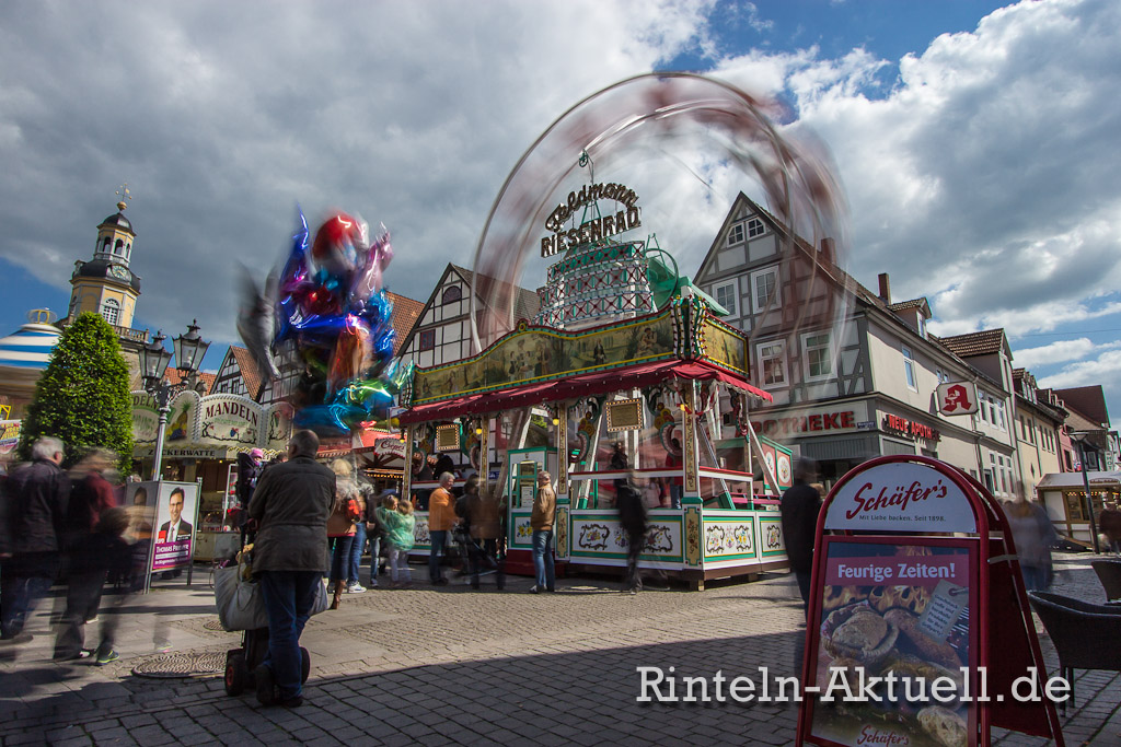 28-rintelnaktuell-maimesse-2014-karussel-buden-riesenrad-fahren-spass-familie