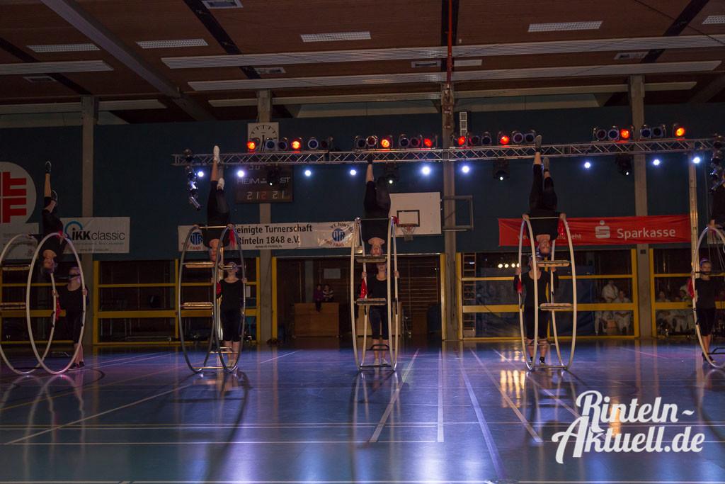 70-rintelnaktuell-vtr-turnschau-sport-halle-bewegung-verein-aktivitaeten-1024x683