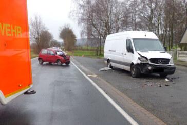 Bei Eisbergen: Autofahrer (23) wird bei Unfall aus dem Auto geschleudert