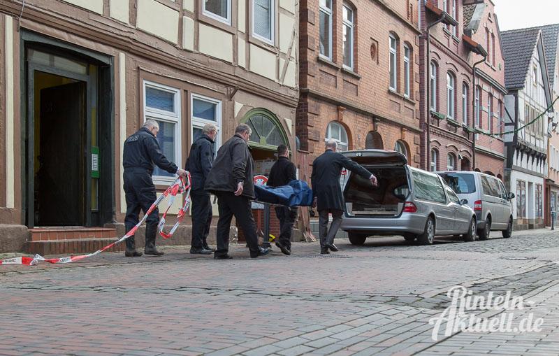 01 rintelnaktuell brand baeckerstrasse polizei spuerhund leiche