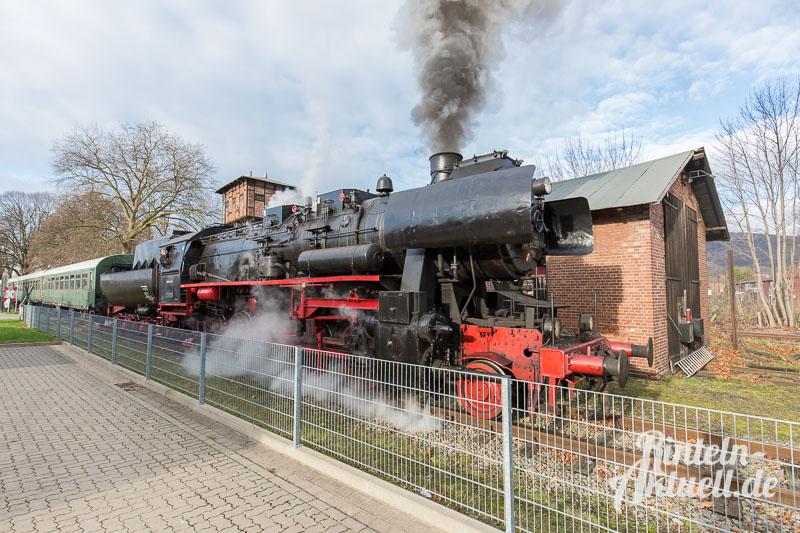 02 rintelnaktuell dampfeisenbahn lokomotive else 528038 spendenuebergabe weserbergland zug