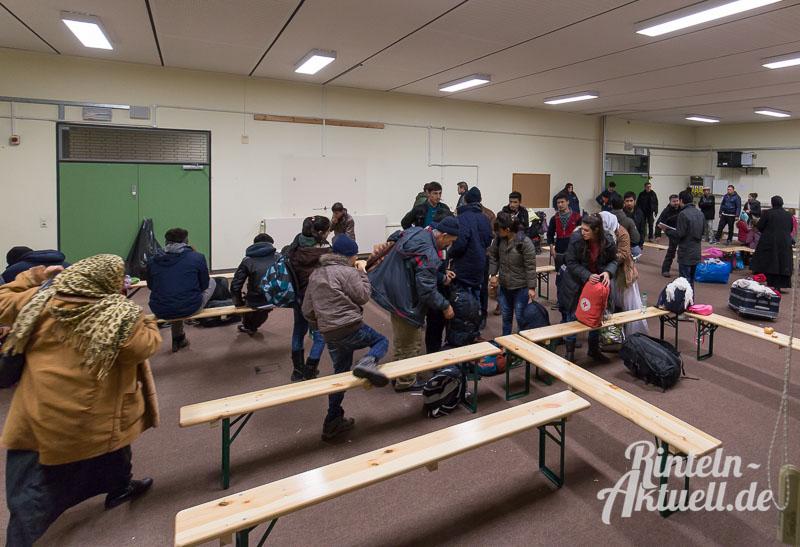 01 rintelnaktuell fluechtlingsunterkunft drk einrichtung prince rupert school bus 5.1.16
