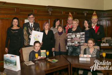 Bürgermeister empfängt Tanzgruppe aus Slawno im Rathaus