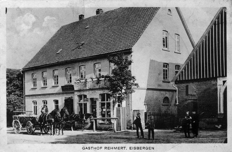 Das Bild zeigt den Gasthof Rehmert in Eisbergen um 1910. (Foto: privat)