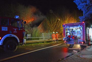 Auetal: Feuer vernichtet Scheune und Haus, 350.000 Euro Schaden