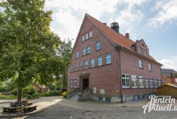 """Bürgerinitiative fragt zum Thema Schulstandort: """"Leerstand in Steinbergen, Platzmangel in Deckbergen. Muss das so sein?"""""""