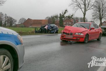 Unfall auf Extertalstraße: BMW und Skoda kollidieren