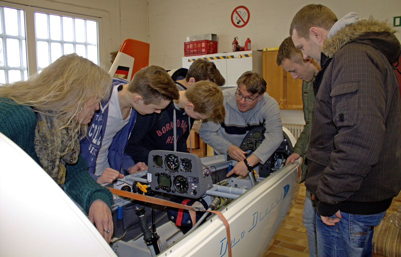 02-rintelnaktuell-luftsportverein-segelflieger-theorie-flugstunden-lernen-pruefung