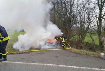 Eisbergen: Auto brennt aus