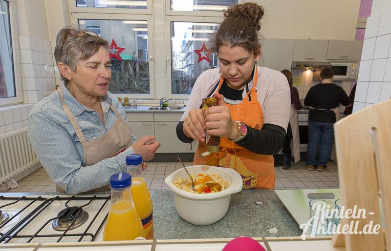 06 rintelnaktuell jung und alt kocht generationen demografie hildburgschule essen projekt