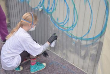 Osterferienspaß-Teilnehmer sprühen Graffiti bei Rintelner Polizei