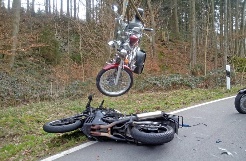 01-rintelnaktuell-k77-motorradunfall-wennenkamp-uchtdorf-3.4.16