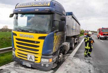 A2 bei Veltheim: Feuerwehr löscht LKW-Brand
