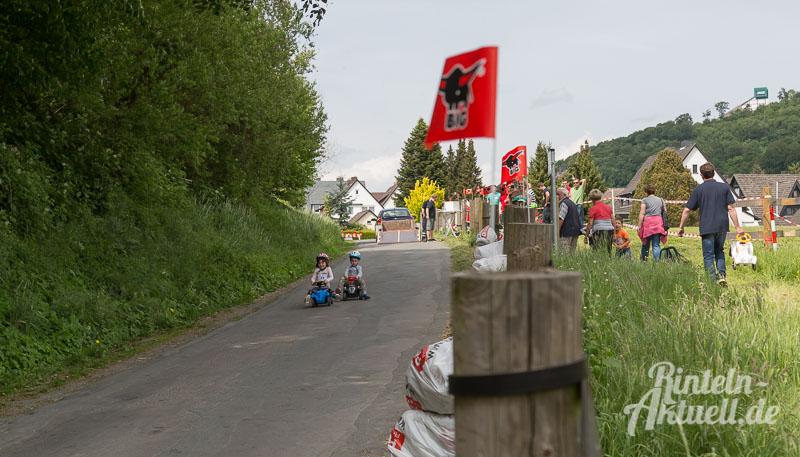 01 rintelnaktuell bobbycar rennen steinbergen vvv 2016 verschoenerungsverein im roten tor